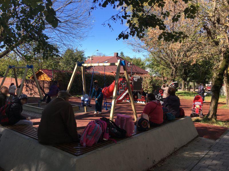 Se modernizează locurile de joacă din Pitești