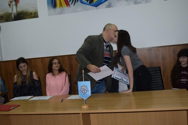 """Mioveni: Cei mai buni a absolvenți ai Liceul Teoretic """"Iulia Zamfirescu"""" au fost premiați"""