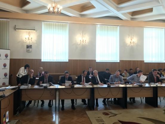 Consilierii îşi încasează degeaba indemnizaţiile!