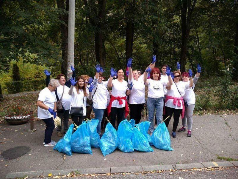 Femeile din ALDE Argeş au sărbătorit Ziua Curăţeniei prin muncă