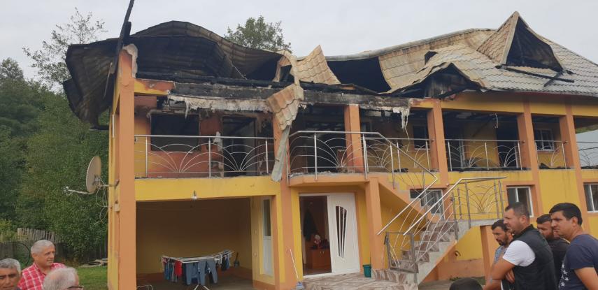 ALDE Argeş întinde o mână de ajutor unei familii lovite de soartă din Călineşti