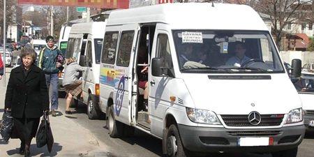 Operatorii de transport din Argeş protestează la Bucureşti