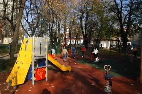 Noi locuri de joacă din Piteşti, în modernizare
