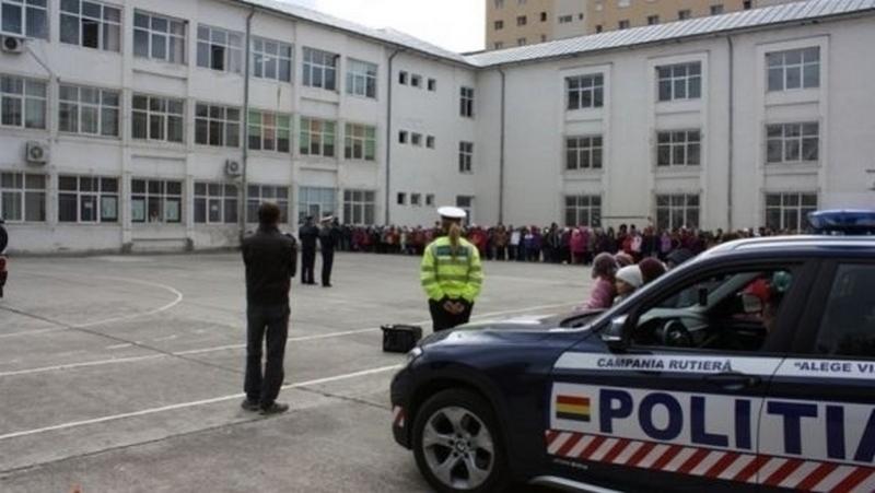 Şcolile, supravegheate de poliţişti