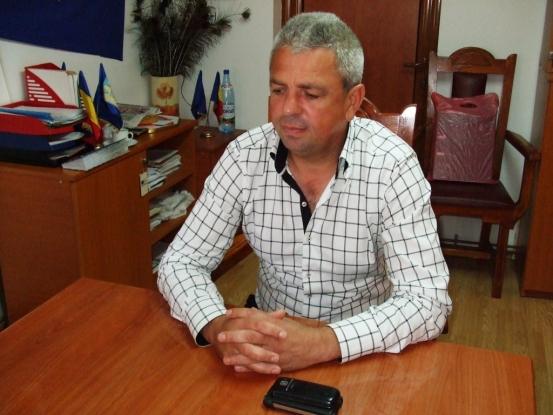 Primarul din Corbi coordonează în Argeş campania de strângere de semnături pentru Unirea Basarabiei cu România