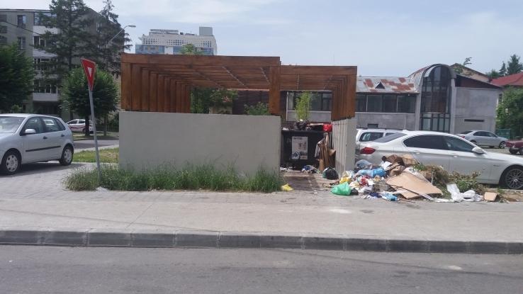Licitaţie deschisă pentru achiziţionarea de platforme îngropate pentru gunoi la Piteşti