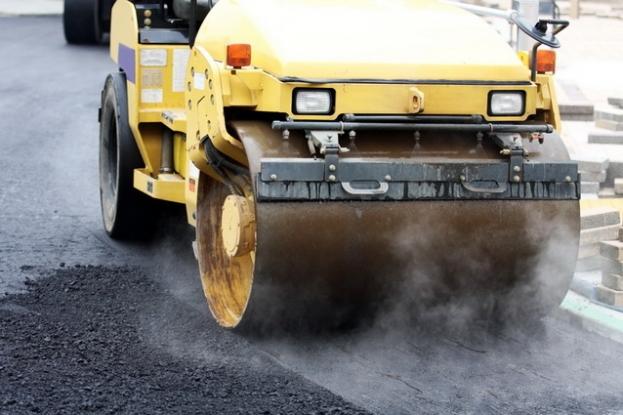 Abia asfaltat, drumul Costeşti-Bradu are nevoie de reparaţii!
