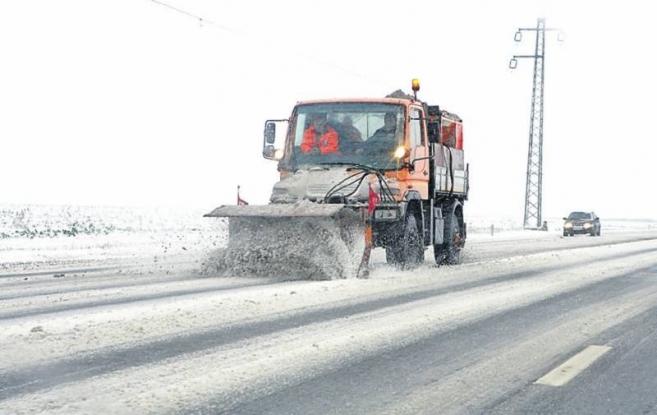 Cum se circulă pe drumurile din Argeş după prima zăpadă