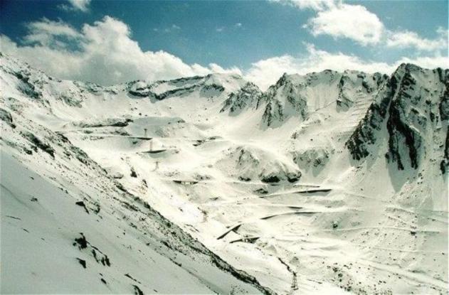 Troiene de zăpadă de aproape un metru în Făgăraş
