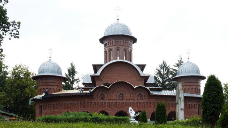 Mii de credincioşi, la sfinţirea noii catedrale arhiepiscopale şi regale din Curtea de Argeş