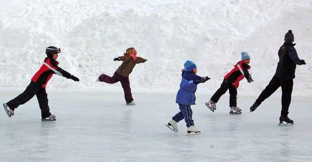 S-a deschis patinoarul din Trivale