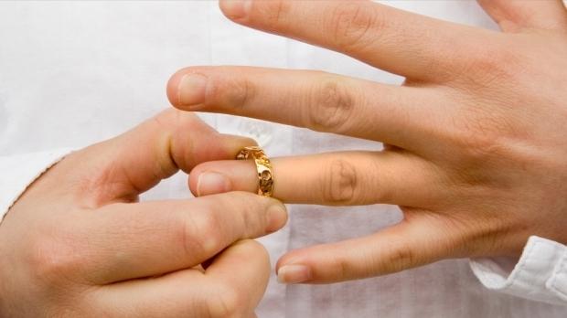 Mai puţine căsătorii, mai multe divorţuri
