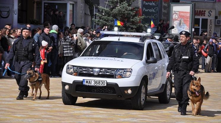 Elevi în practică la Jandarmeria Argeş