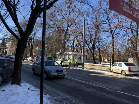 Poliţiştii locali, la vânătoare de maşini parcate pe trotuare