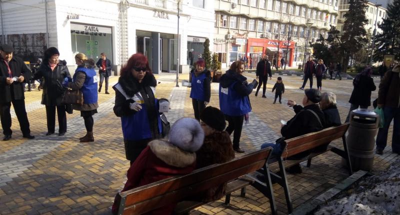 Organizația de Femeia ALDE Pitești a împărțit măști de protecție