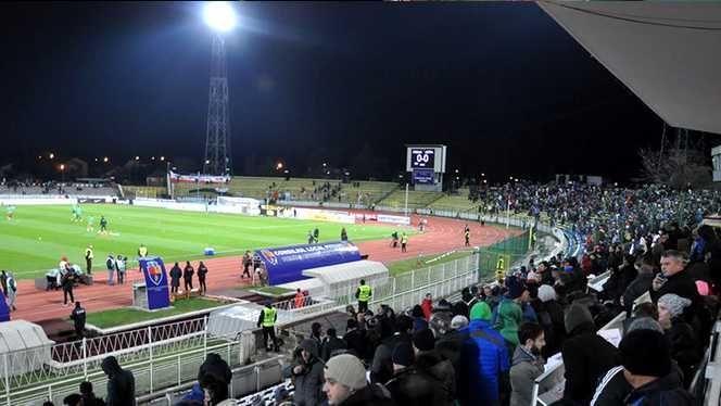 Ştiaţi cât costă întreţinerea gazonului de pe stadionul Nicolae Dobrin?