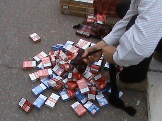Mascaţii, în acţiune la un contrabandist de ţigări din Piteşti
