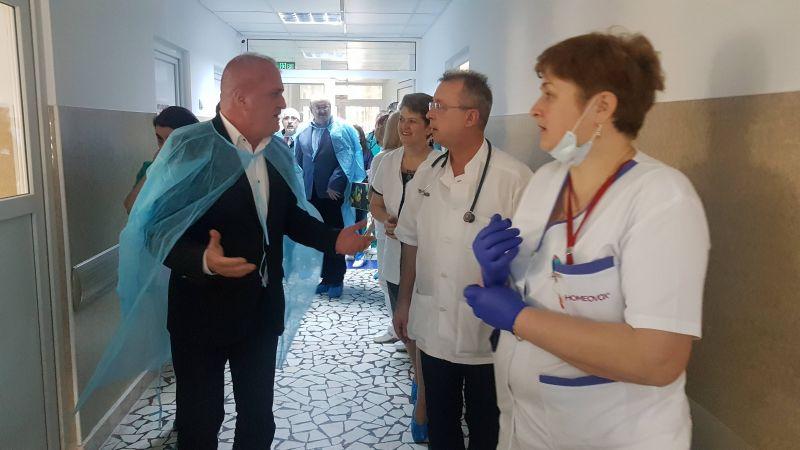 Dan Manu în vizită la Spitalul de Pediatrie