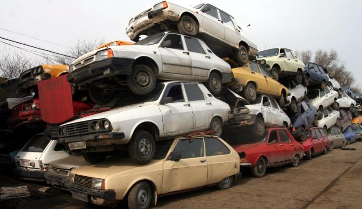 A început ridicarea maşinilor abandonate din Piteşti!