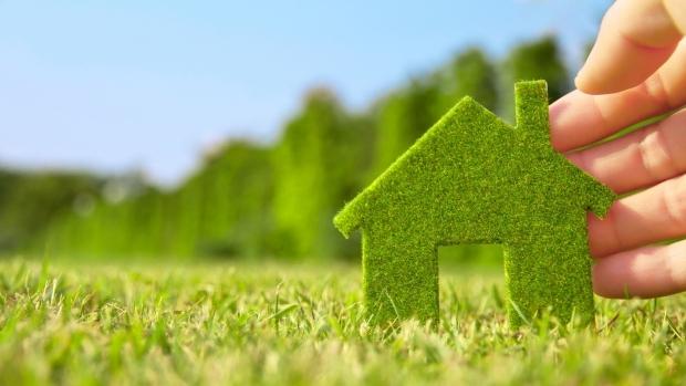 Îţi poţi pune panouri fotovoltaice pe casă cu bani de la Guvern!