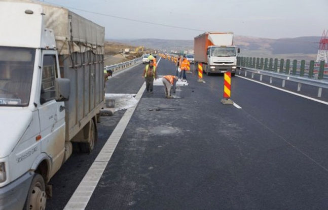 Lucrări pe autostrada Bucureşti-Piteşti şi pe Dealul Negru