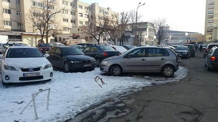 Cine distruge dispozitivele de blocare a locuruilor de parcare este bun de plată!