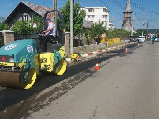 Strada Dealul Viilor din Mioveni, în reparaţii cu asfalt cumpărat din privat