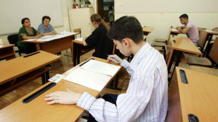 Peste 100 de elevi argeşeni au lipsit de la proba scrisă de limba şi literatura română