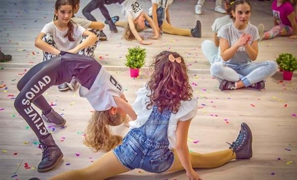 Concurs de street dance în Piața Primăriei Piteşti
