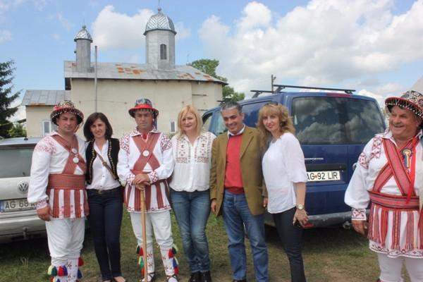 Mircea Andrei, singurul politician prezent la Festivalul Portului Popular de la Stolnici
