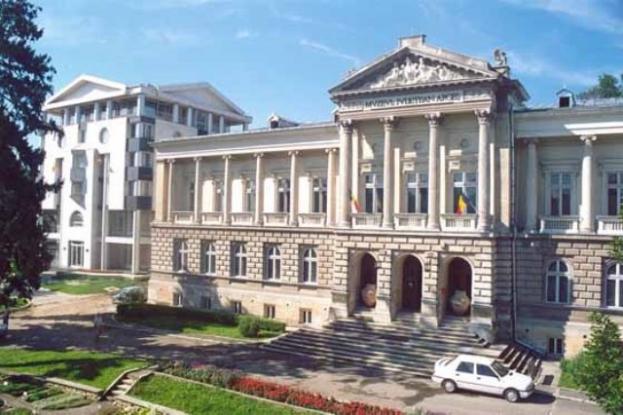 Rally-uri şi maşini de colecţie, la Muzeul Judeţean Argeş