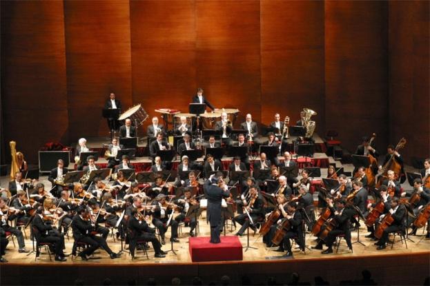 Concertele Filarmonicii Pitești difuzate pe ecranul din Piața Primăriei