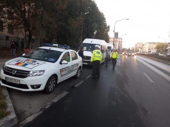 Poliţiştii locali piteşteni, la vânătoare de maxi-taxi fără aviz de trecere prin municipiu
